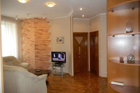 Сдается 2-комнатная квартира посуточно в Киеве, пер.Госпитальный, 1а.