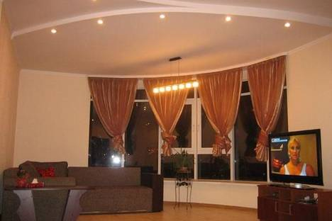 Сдается 4-комнатная квартира посуточно в Киеве, ул. Московская,46.