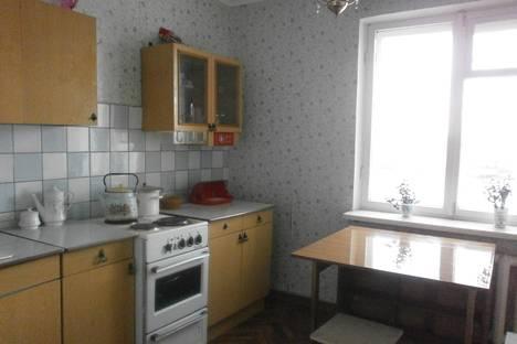 Сдается 2-комнатная квартира посуточно в Череповце, ул. Набережная, 35А.
