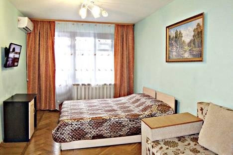 Сдается 3-комнатная квартира посуточно в Энгельсе, ул. Льва Кассиля, 16.