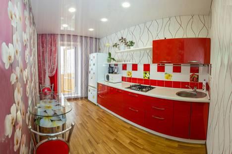 Сдается 2-комнатная квартира посуточно в Набережных Челнах, ул.Максютова д.7(36/3/1).
