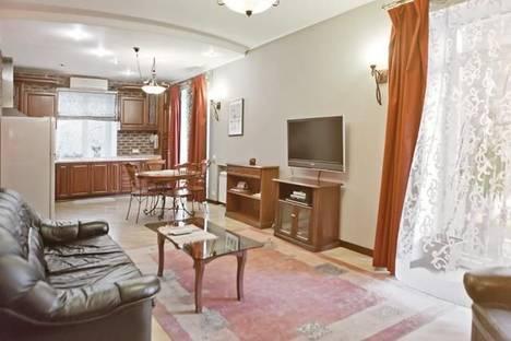 Сдается 2-комнатная квартира посуточно в Киеве, ул. Крещатик, 17.