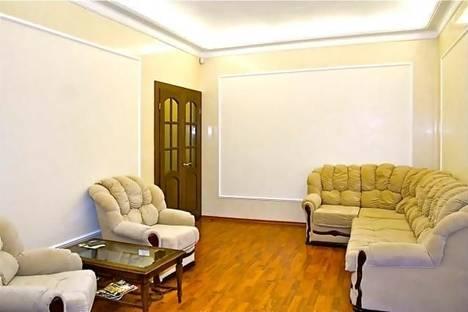 Сдается 2-комнатная квартира посуточно в Киеве, ул. Бориса Гринченко, 4.