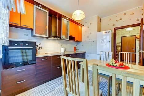 Сдается 1-комнатная квартира посуточно в Санкт-Петербурге, проспект Большевиков 11 корпус 2.