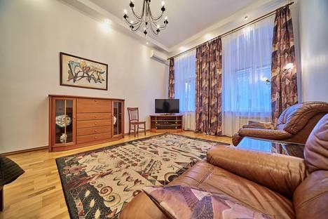 Сдается 2-комнатная квартира посуточно в Санкт-Петербурге, ул. Гончарная, д.24.