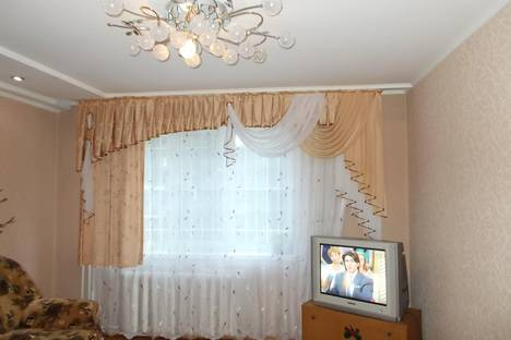 Сдается 4-комнатная квартира посуточно в Рубцовске, ул. Комсомольская, 189.