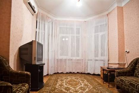 Сдается 1-комнатная квартира посуточно в Мариуполе, ул. Артема, 35.