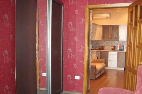 Сдается 2-комнатная квартира посуточно в Мариуполе, ул. Николаевская, 62.