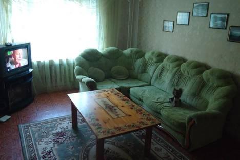 Сдается 3-комнатная квартира посуточно в Курске, ул. Республиканская,  д.12.