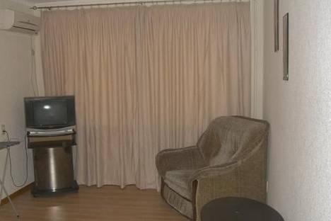 Сдается 1-комнатная квартира посуточно в Керчи, ул. Cергея Борзенко, 21.