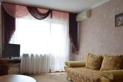 Сдается 2-комнатная квартира посуточно в Керчи, ул. Самойленко, 11.