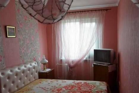 Сдается 2-комнатная квартира посуточно в Керчи, ул. Комарова, 2.