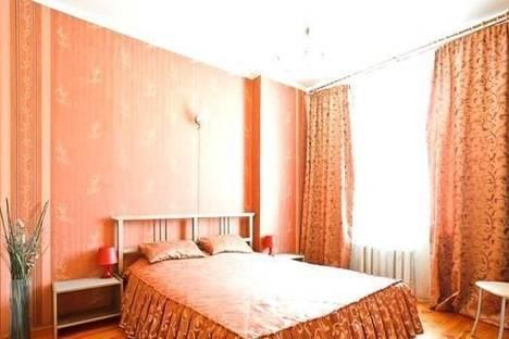 Сдается 2-комнатная квартира посуточно в Макеевке, ул. Комарова, 9.