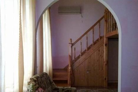 Сдается 2-комнатная квартира посуточно в Феодосии, ул. Украинская, 5.