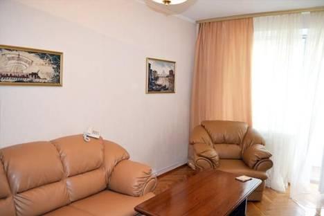 Сдается 2-комнатная квартира посуточно в Киеве, Малая Житомирская, дом 10.