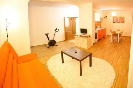 Сдается 3-комнатная квартира посуточно в Тюмени, ул. Максима Горького, 10.