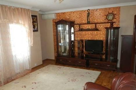 Сдается 3-комнатная квартира посуточно в Умани, Советская, 28-б.