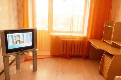 Сдается 2-комнатная квартира посуточно в Серове, улица Луначарского, 123.