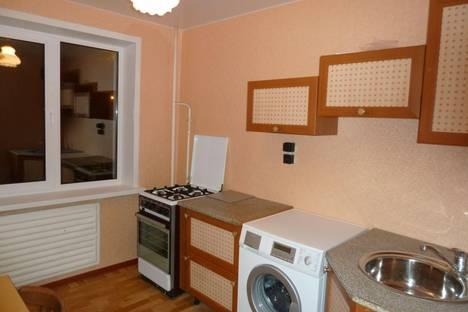 Сдается 2-комнатная квартира посуточнов Кирове, Космонавта Владислава Волкова ул, 3.