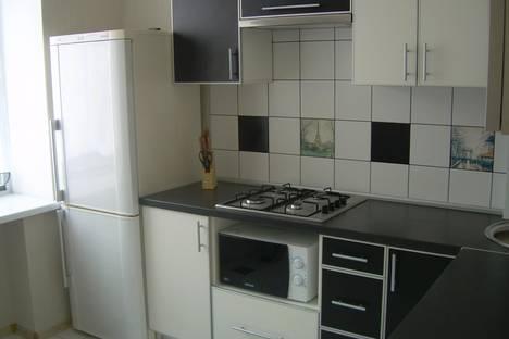 Сдается 2-комнатная квартира посуточно в Запорожье, ул. Лермонтова, 2.