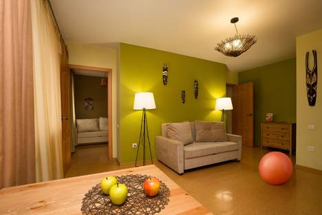 Сдается 3-комнатная квартира посуточно в Екатеринбурге, Карла Маркса 25а.