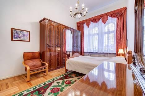 Сдается 4-комнатная квартира посуточно в Санкт-Петербурге, ул. Рубинштейна, д.3.