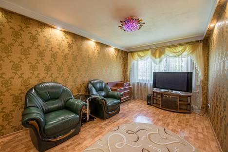 Сдается 2-комнатная квартира посуточно в Кемерове, пр. Октябрьский, 23а.