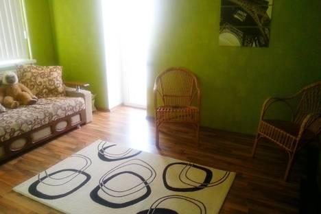 Сдается 2-комнатная квартира посуточно в Таганроге, ул. Сызранова, 12.