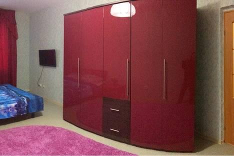 Сдается 1-комнатная квартира посуточнов Салехарде, Республики, 75.