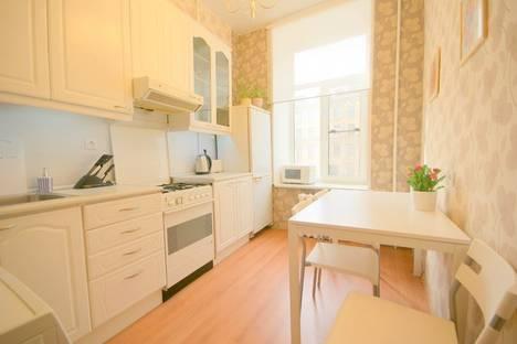 Сдается 1-комнатная квартира посуточнов Санкт-Петербурге, Троицкий 5.