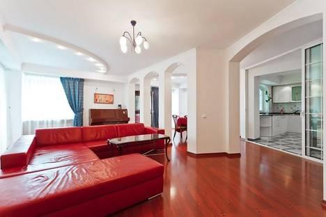 Сдается 4-комнатная квартира посуточно в Минске, ул. Веры Хоружей, д. 10.