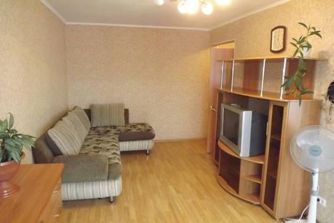 Сдается 1-комнатная квартира посуточно в Лесосибирске, 7 микрорайон, дом 2.