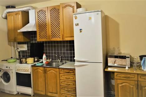 Сдается 2-комнатная квартира посуточно в Астрахани, ул. Красная Набережная, 46.