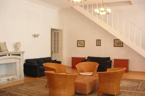 Сдается 3-комнатная квартира посуточнов Санкт-Петербурге, ул. Миллионная д.11.
