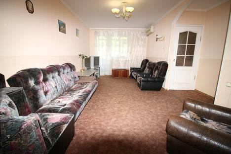 Сдается 2-комнатная квартира посуточно в Ялте, Крым,ул. Кирова, 25.