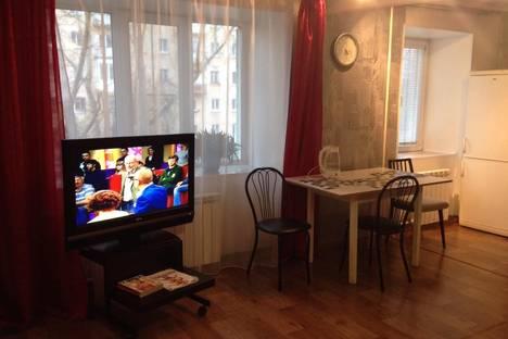 Сдается 2-комнатная квартира посуточно в Кызыле, ул.Гагарина 6.