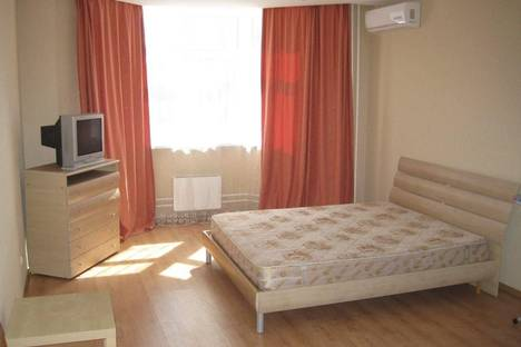 Сдается 1-комнатная квартира посуточнов Екатеринбурге, ул. Академика Бардина, 15.
