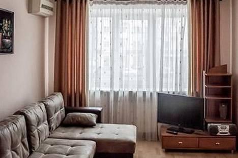 Сдается 2-комнатная квартира посуточно, проспект Победы 17.