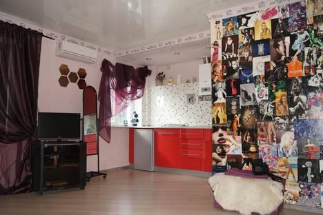 Сдается 1-комнатная квартира посуточно в Майкопе, ул. Краснооктябрьская, 34.