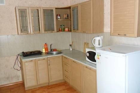 Сдается 2-комнатная квартира посуточнов Тулуне, ул. Строителей, 8.