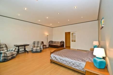Сдается 4-комнатная квартира посуточнов Санкт-Петербурге, ул. Миллионная, 29.