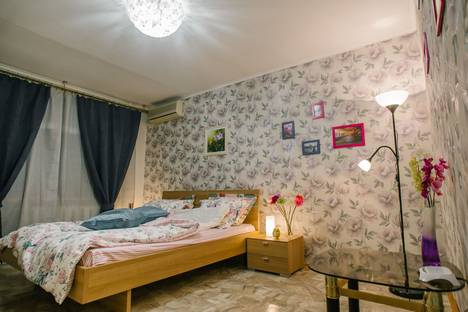 Сдается 1-комнатная квартира посуточно в Ростове-на-Дону, ул. Варфоломеева, 238.