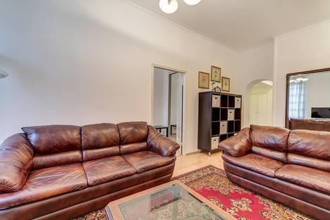 Сдается 3-комнатная квартира посуточно в Санкт-Петербурге, Невский проспект 113.