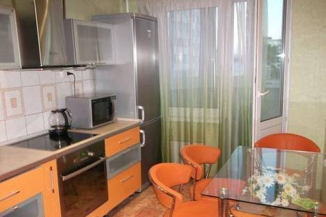 Сдается 3-комнатная квартира посуточнов Кирове, Азина, 34.