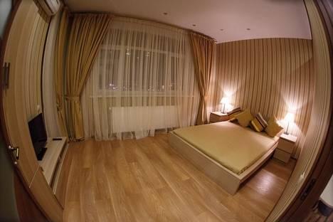 Сдается 3-комнатная квартира посуточно в Тюмени, ул. Малыгина, 90.