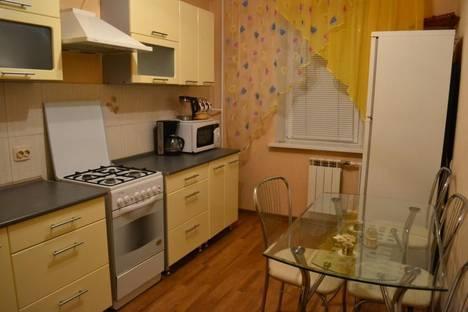 Сдается 3-комнатная квартира посуточно, ул. Шамиля Усманова, 49.