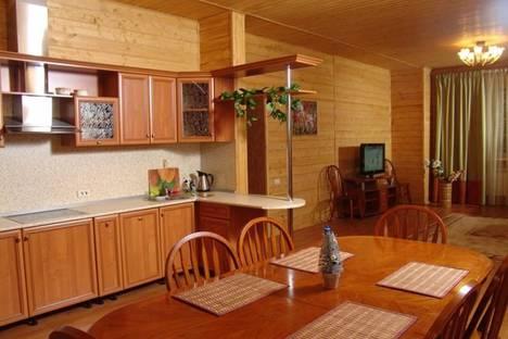 Сдается 3-комнатная квартира посуточнов Абзаково, пос.Зеленая Поляна, ул .Солнечная, 32.
