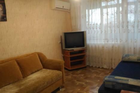 Сдается 2-комнатная квартира посуточно в Волжском, ул. Пушкина, 152.