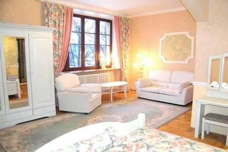 Сдается 3-комнатная квартира посуточно в Кирове, ул. Азина д. 80.