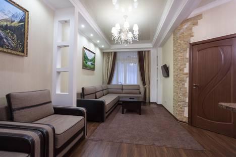 Сдается 2-комнатная квартира посуточно в Домбае, ул. Карачаевская, 60.